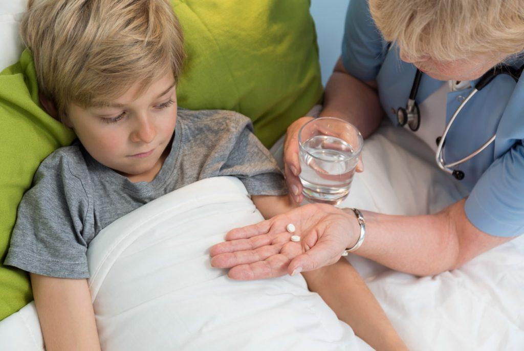 Как помочь ребёнку принимать лекарства