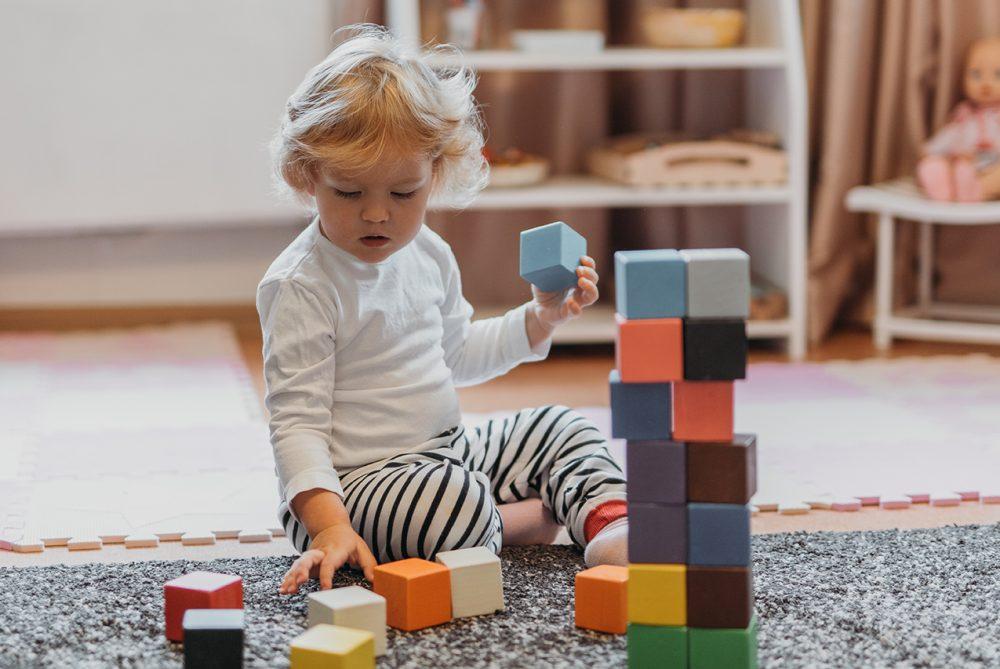 Что подарить самым маленьким: идеи подарков детям до 3 лет