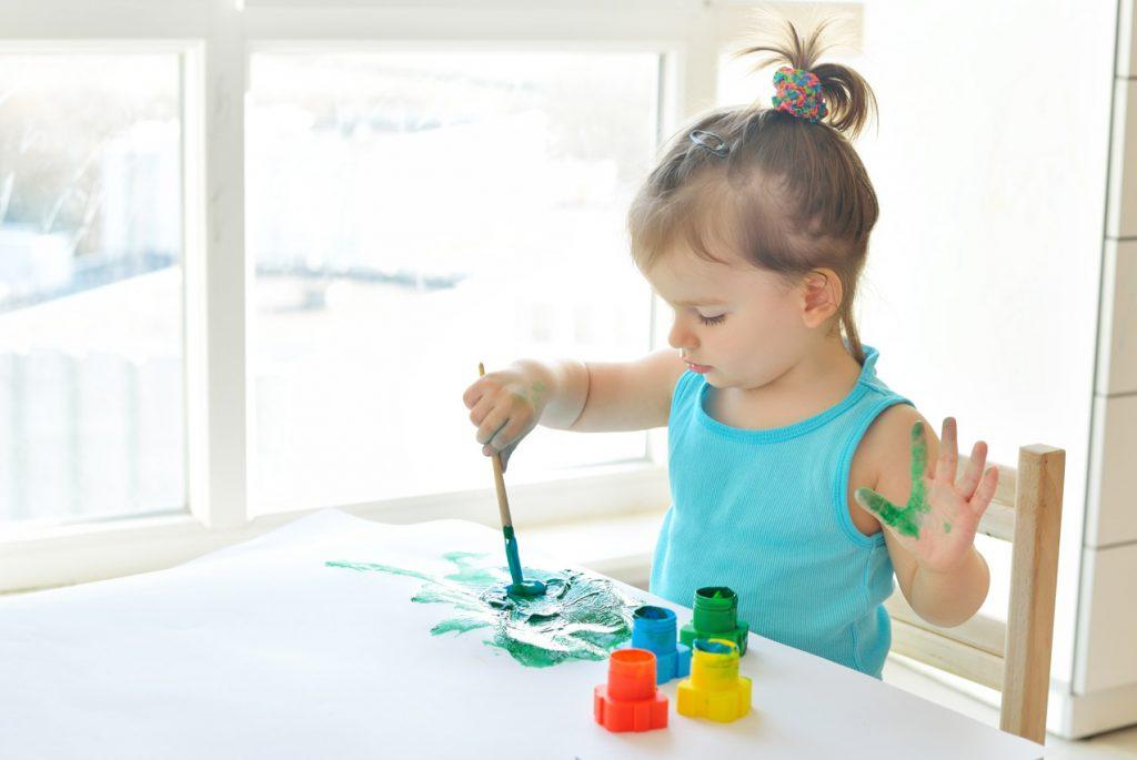 Почему детей до трёх лет не надо учить рисовать?
