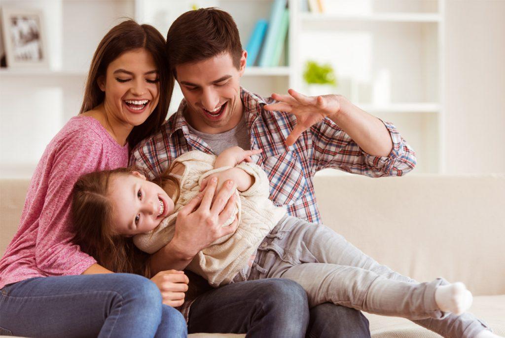 молодая семья дом картинки спугнуть, они