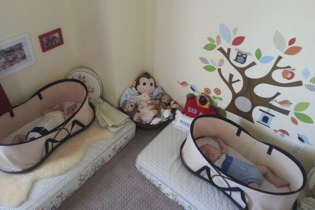 Монтессори дома: ещё раз о том, как обустроить детскую спальню