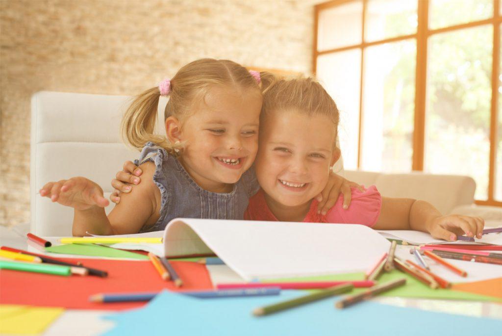 Как организовать занятия с двумя детьми разного возраста?