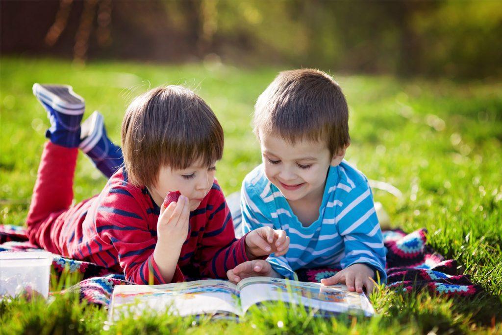 когда учить детей читать