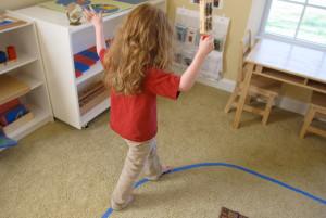 занятия для слишком активных детей в Монтессори-среде