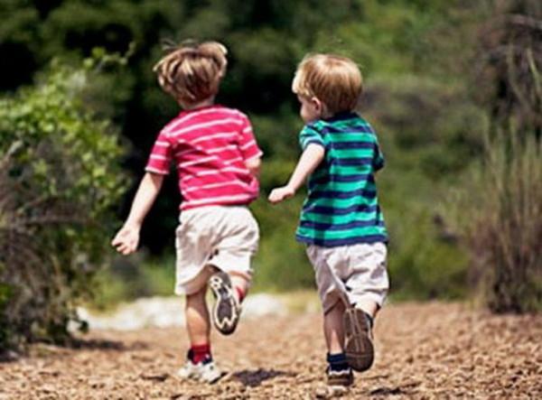 подвижные игры для детей двух трёх лет на улице и дом