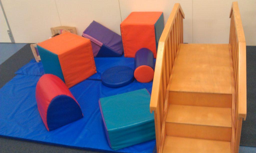 полоса препятствий подвижные игры для детей двух лет