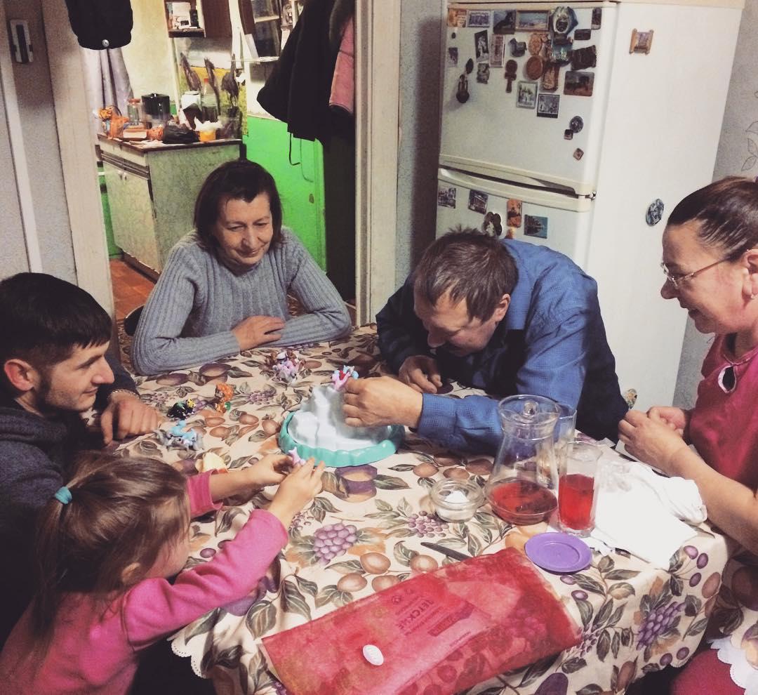 Рисуем папу с детьми 3-4 лет