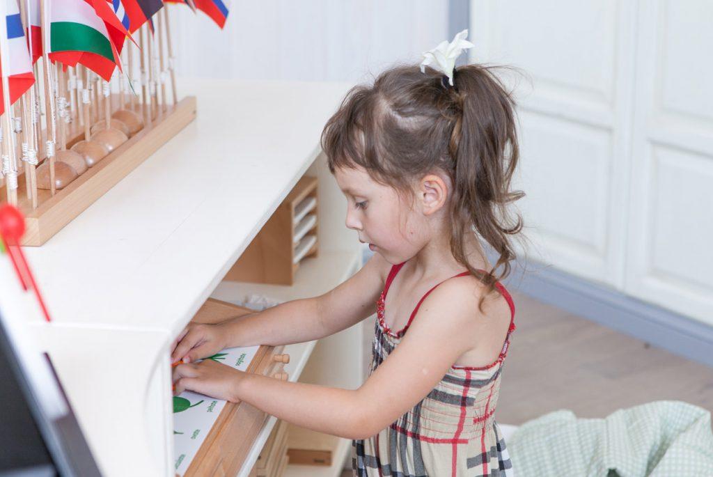 Социализация в Монтессори-саду: если у ребёнка отнимают материалы