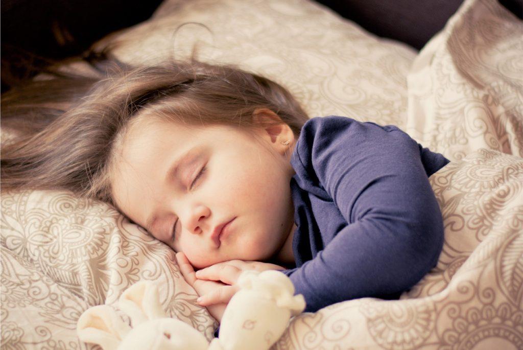 как уложить спать ребёнка