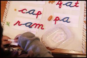 подвижный алфавит занятия Монтессори для 4 лет
