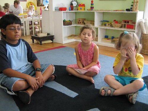 игра в тишину занятия Монтессори для 4 лет