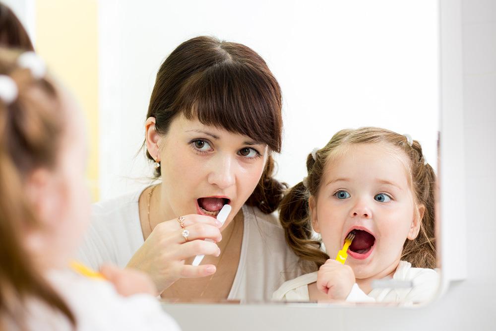 если ребёнок не хочет чистить зубы, что делать