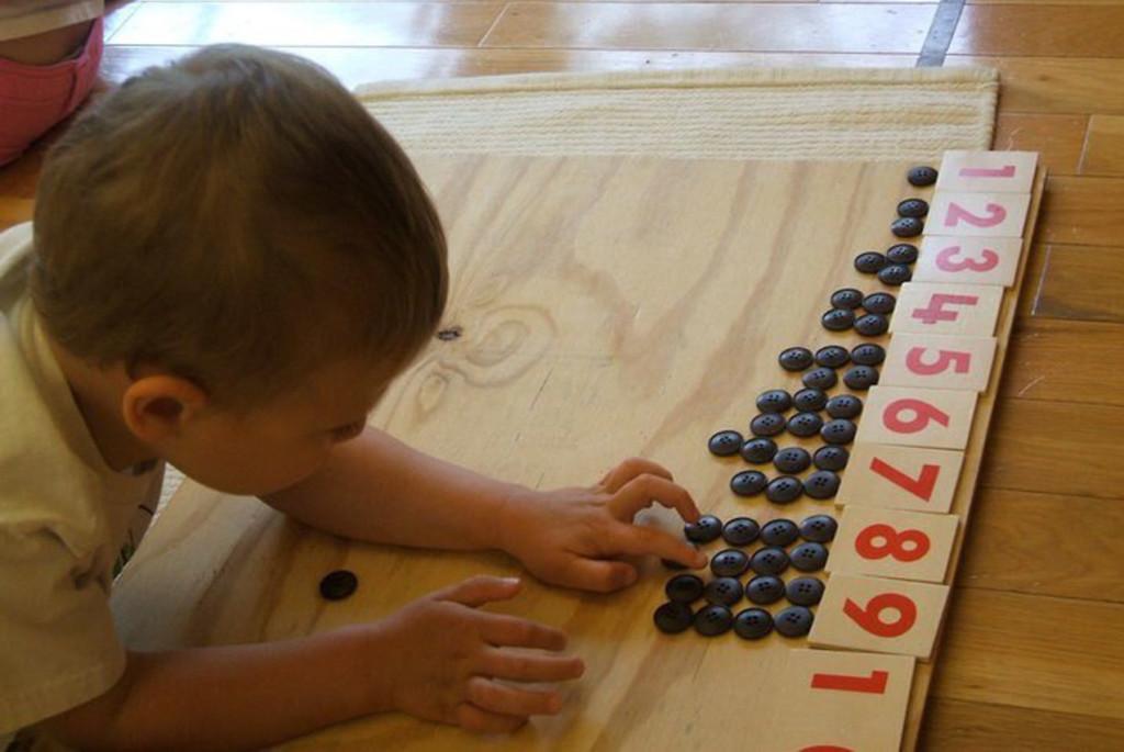 Первые упражнения вматематике длясамых маленьких поМонтессори