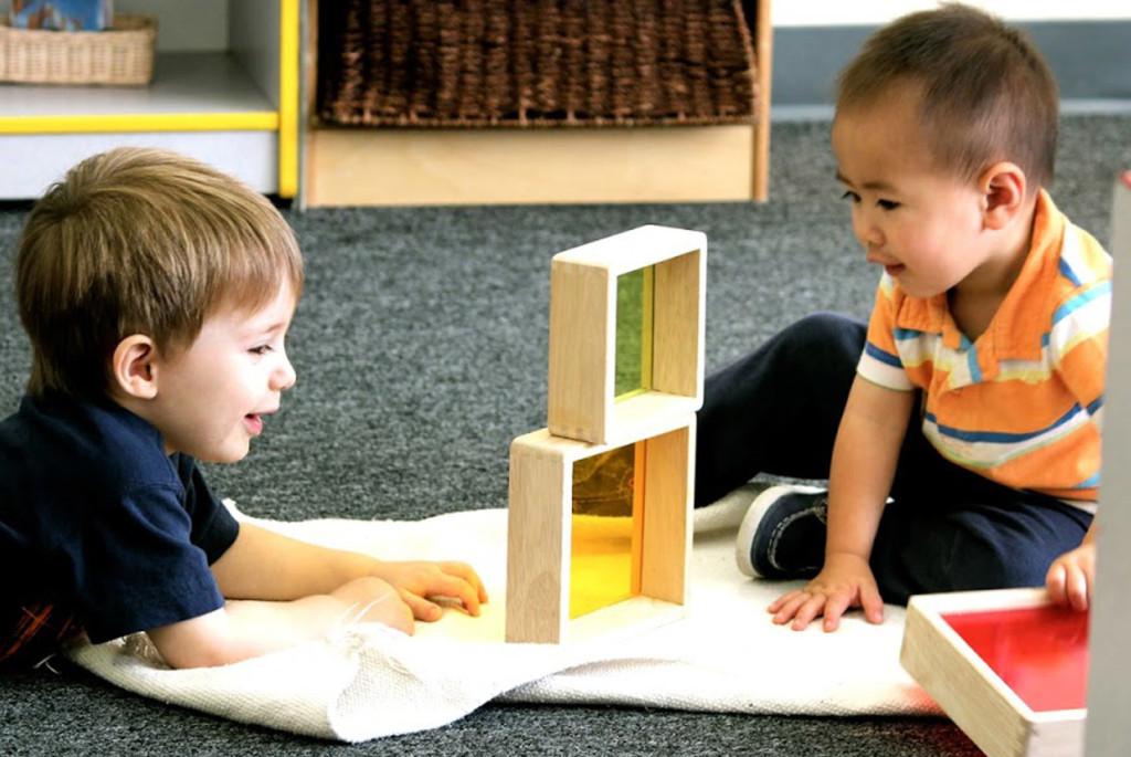 Какие совместные занятия и игры предложить детям вгостях