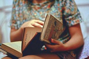 как склеить порванную книгу