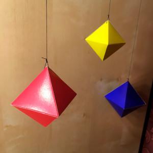 Mobil-iz-oktaedrov-svoimi-rukami-dly-doma