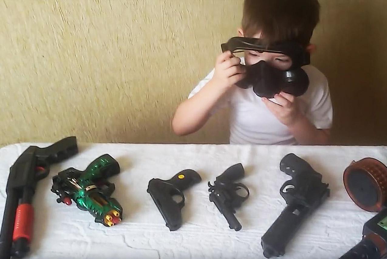 Покупать ли ребёнку игрушечные пистолеты, ружья и мечи