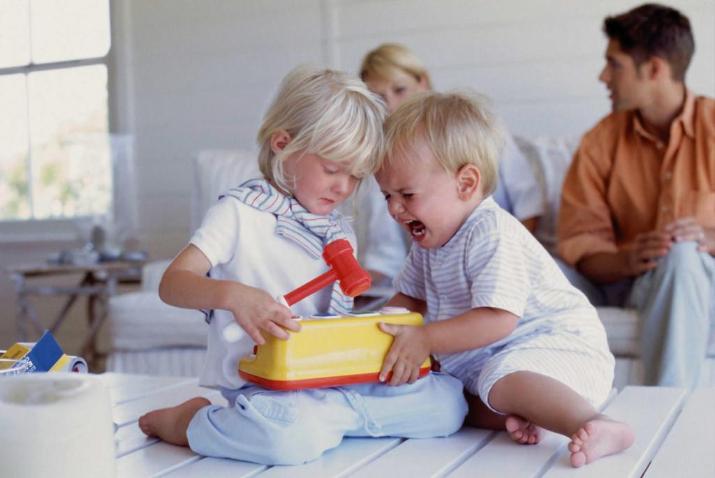 Как помочь ребёнку побороть зависть