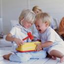 Как проявляется чувство зависти у детей, как помочь малышу преодолеть зависть, что делать, если ребенок завидует другим детям, читайте на сайте mchildren.ru