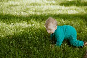 ползанье развивает ребёнка до года