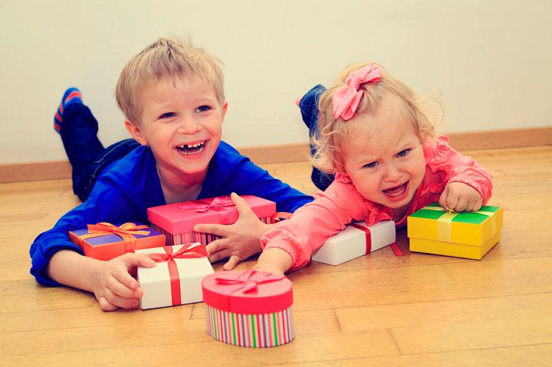Как помочь ребенку побороть зависть