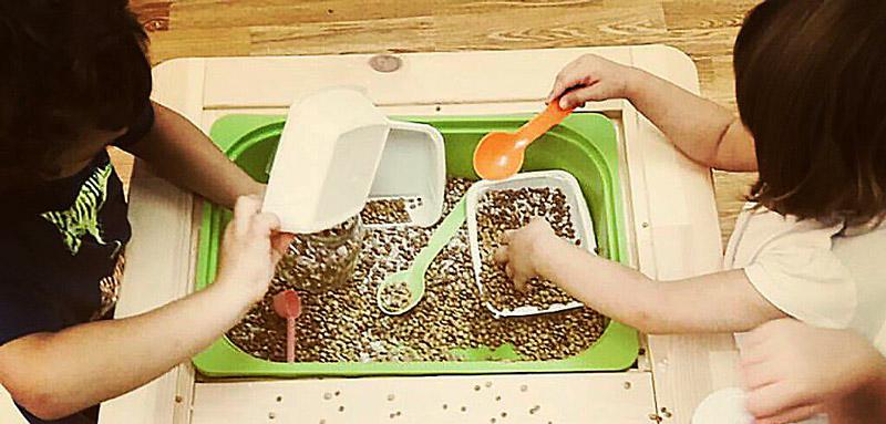 Игры с крупами снимают нервное перенапряжение у детей