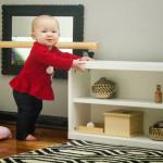 Какие стеллажи и полки выбрать ребёнку до трёх лет