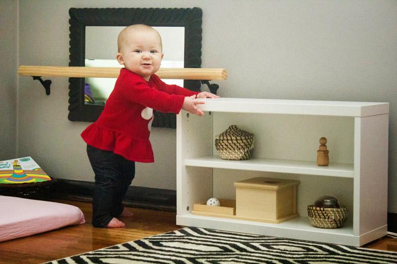 Пример полки для малыша младенческого возраста