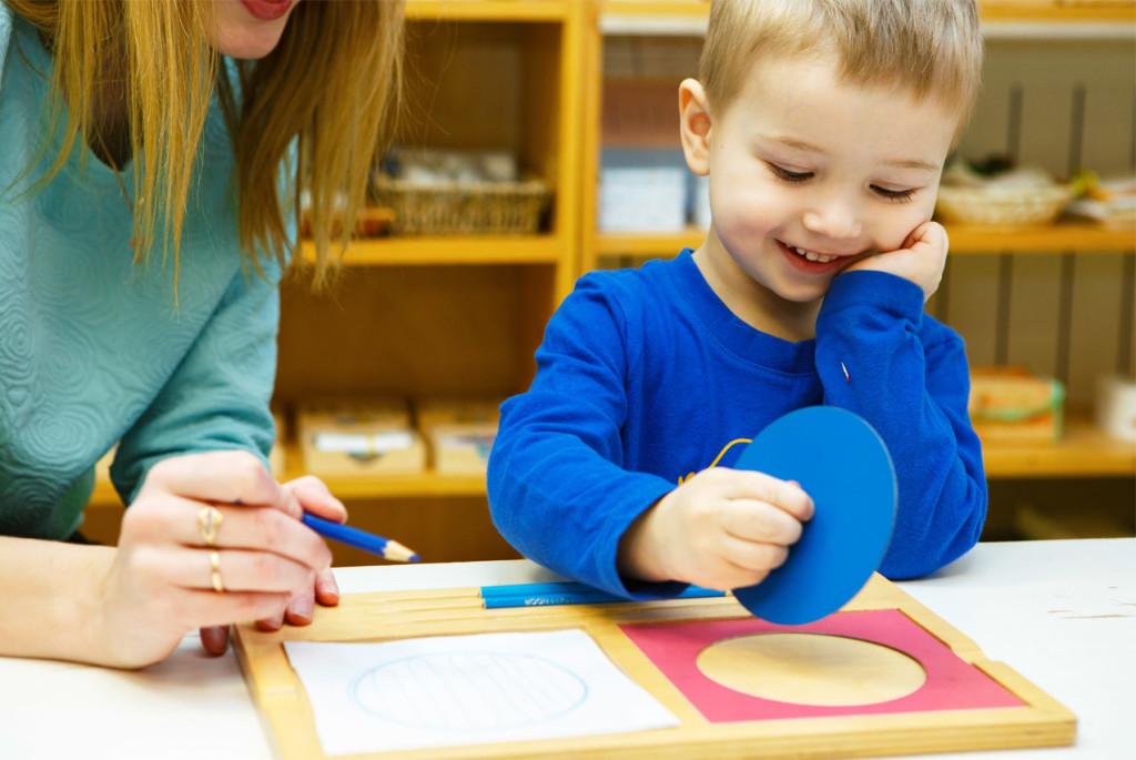 Монтессори-материалы-для-детей