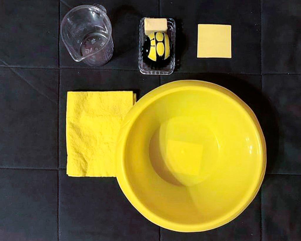 Мытье-стола-для-ребенка