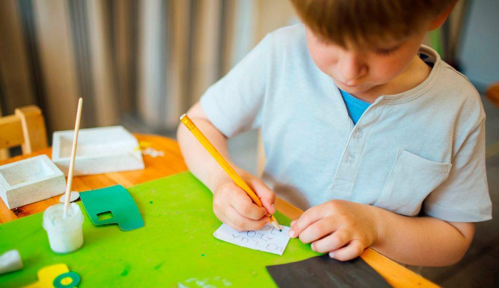 Ребенок-пишет