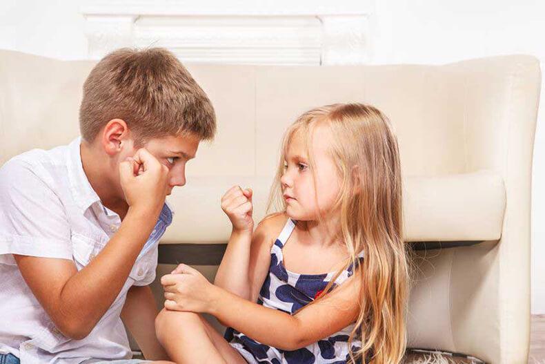 Что делать, если старший брат бьёт младшую сестру