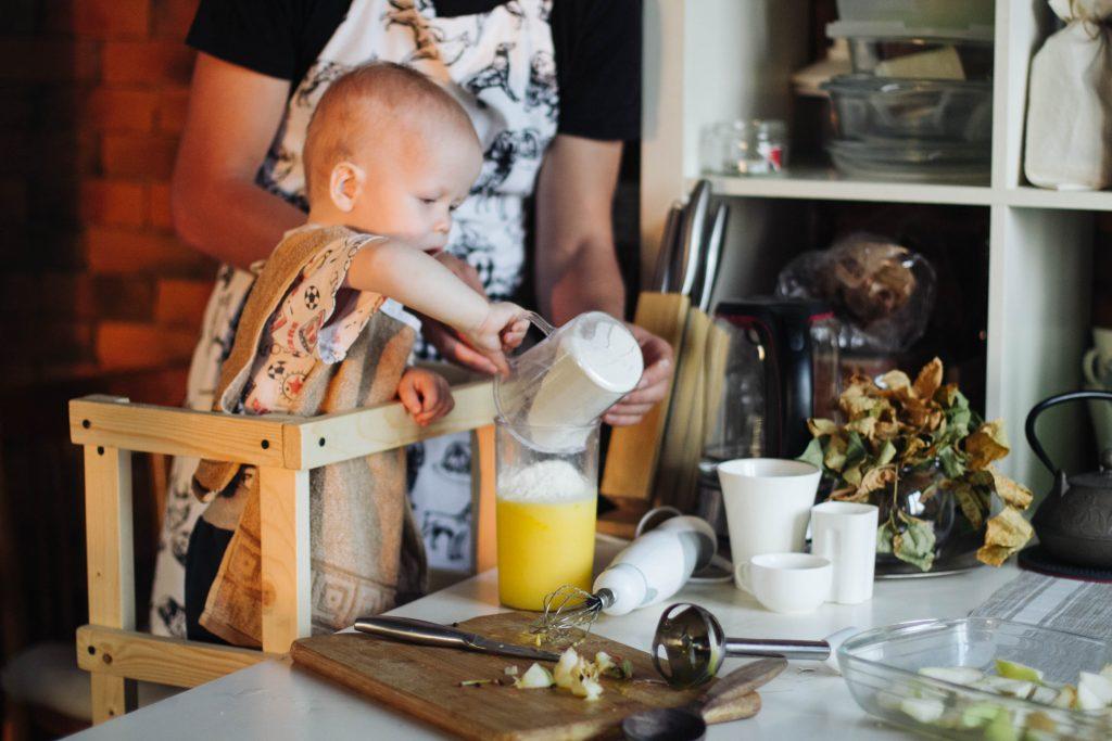 Как приготовить завтрак вместе с малышом 1—3 лет