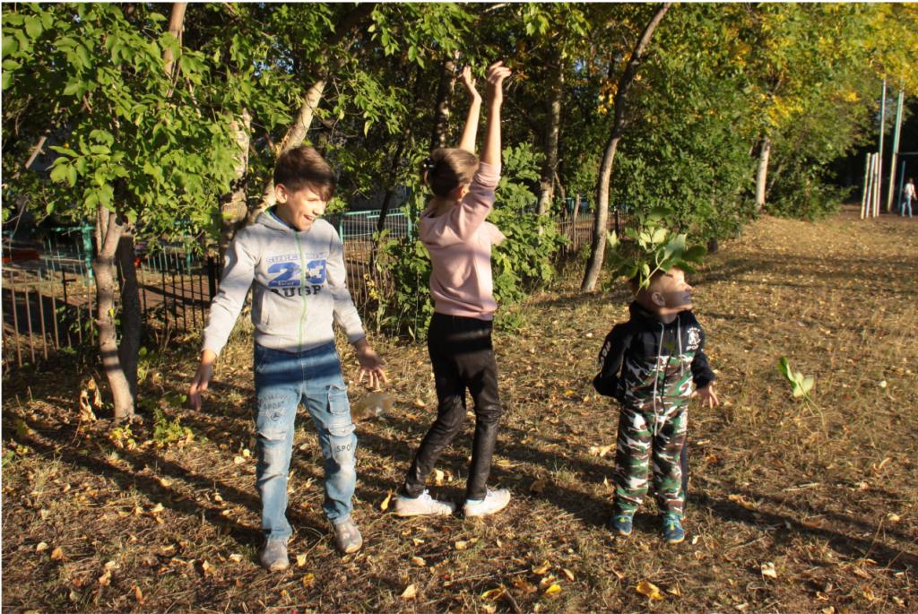 10 осенних игр с детьми на улице