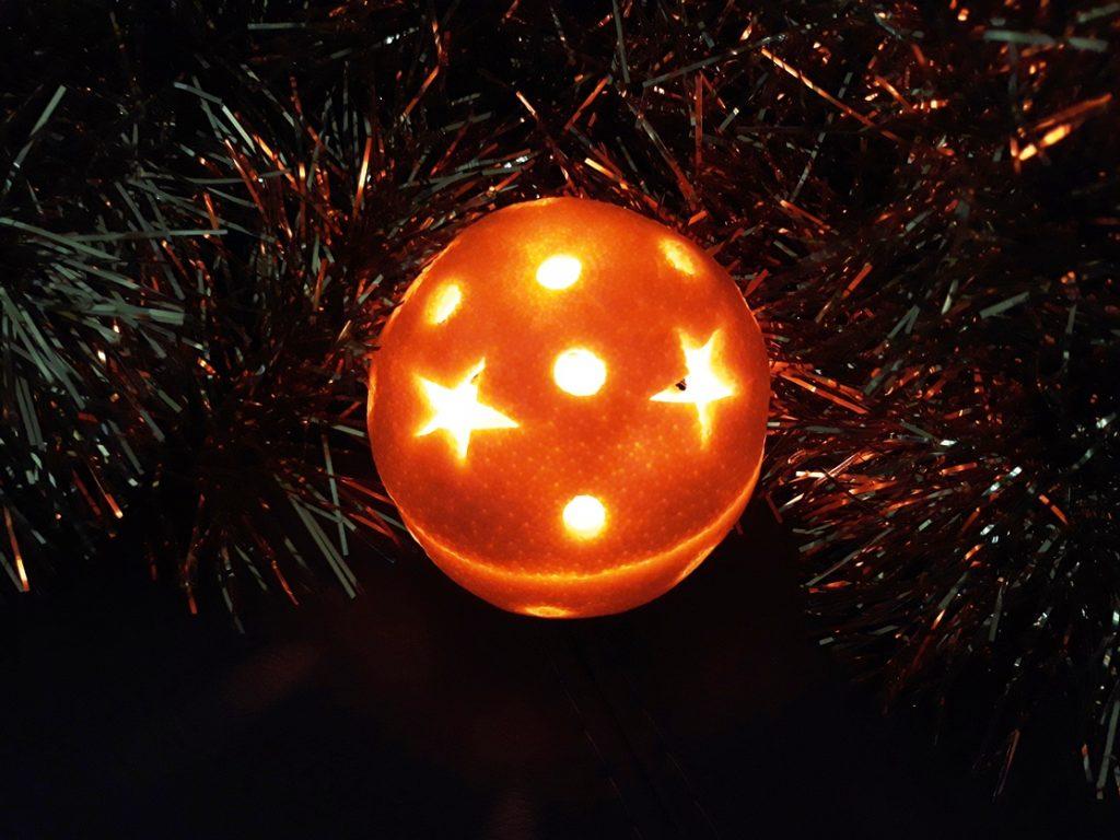 ёлочный шар из апельсина