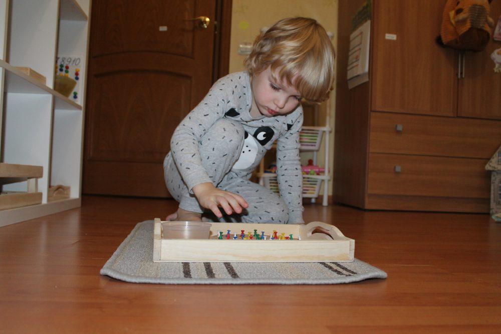 Montessori-rebyonok4