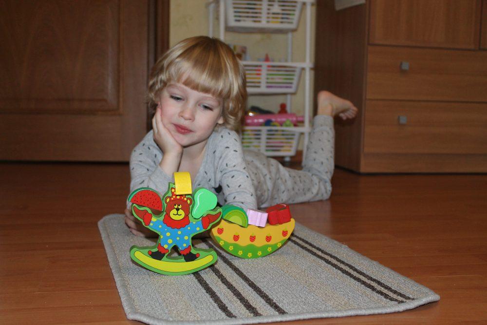 Montessori-rebyonok7