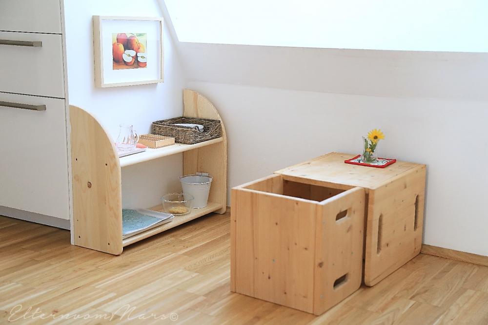 Стульчик и столик для перекусов ребёнка