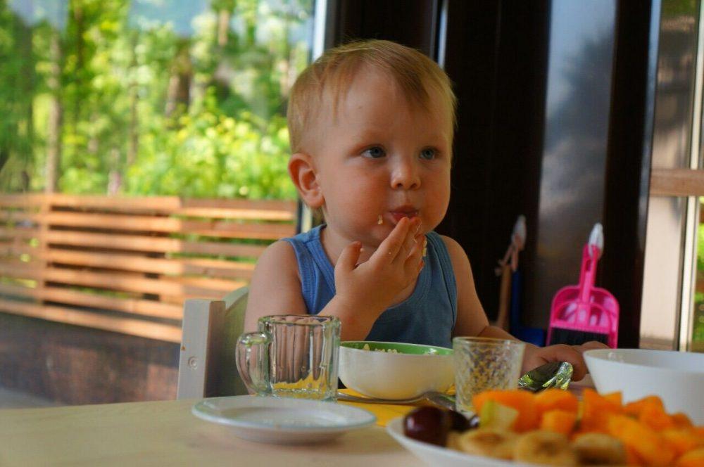 Даниэль ест
