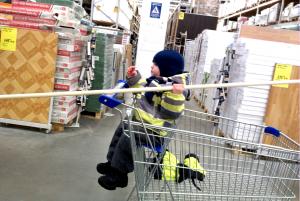 Ребёнок в строительном магазине