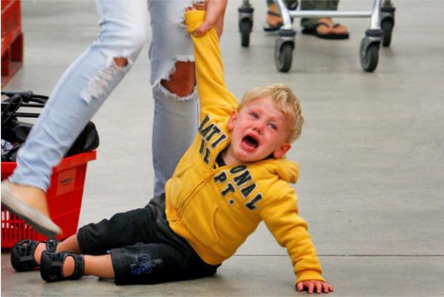 Что делать во время детской истерики в магазине игрушек