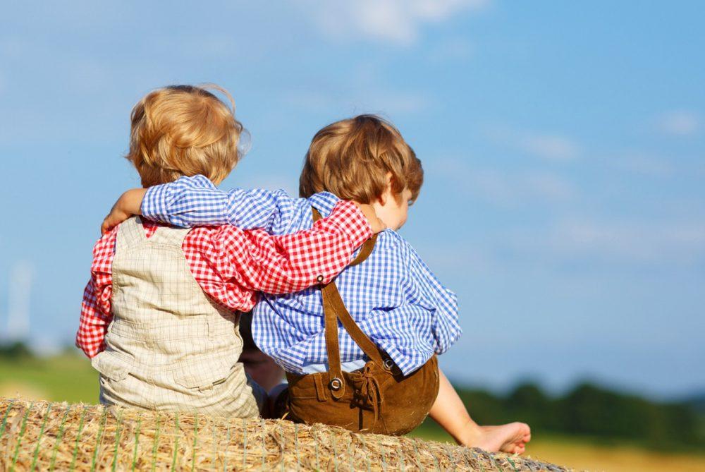Как наладить отношения детей в семье