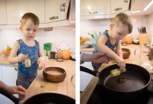 Наливает масло на сковороду