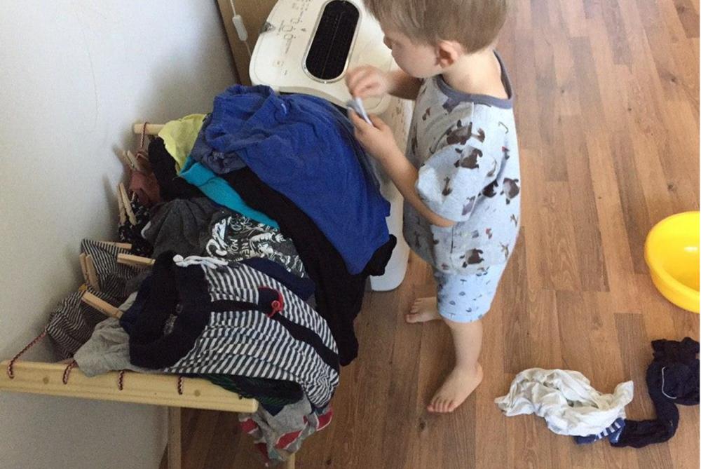 Ребёнок и бельё: примеры упражнений практической жизни