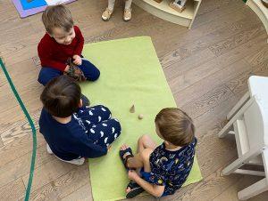 дети учатся общаться