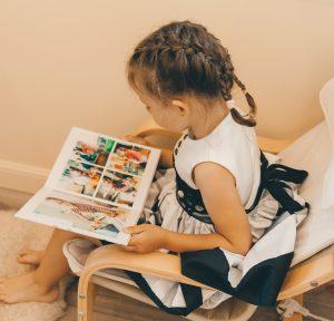даша читает