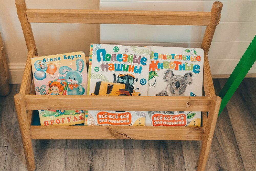 Книжная полка для малыша