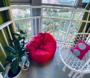Пуфик и кресло для отдыха ребёнка на балконе