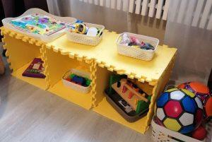 Стеллаж для игрушек из коврика-пазла