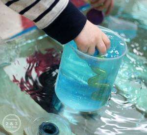 Игра с захватыванием воды пипеткой